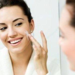 Consecuencias de dormir con maquillaje