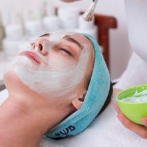 Descubre ¿cómo hacer tu limpieza facial diaria?